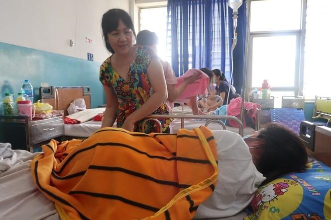 Sởi bùng phát tại TPHCM: Người lớn, trẻ nhỏ ùn ùn nhập viện - ảnh 8