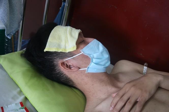 Sởi bùng phát tại TPHCM: Người lớn, trẻ nhỏ ùn ùn nhập viện - ảnh 9