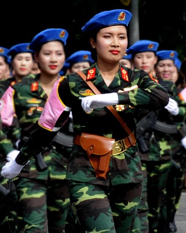 Cận cảnh nhan sắc nữ sĩ quan quân y gây 'sốt' mạng - ảnh 3