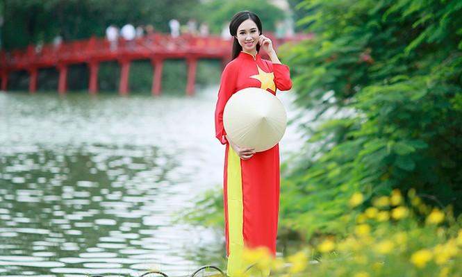 Nữ sinh Hà thành duyên dáng với áo dài cờ đỏ sao vàng - ảnh 6