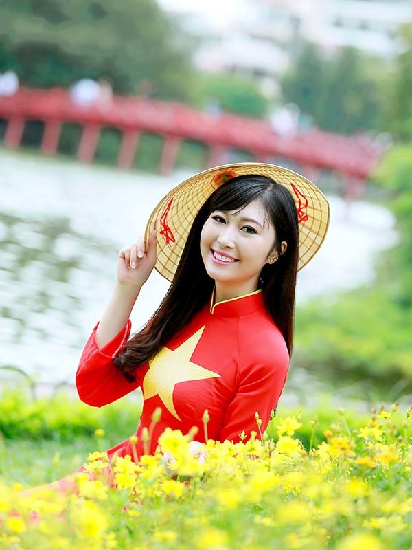 Nữ sinh Hà thành duyên dáng với áo dài cờ đỏ sao vàng - ảnh 13