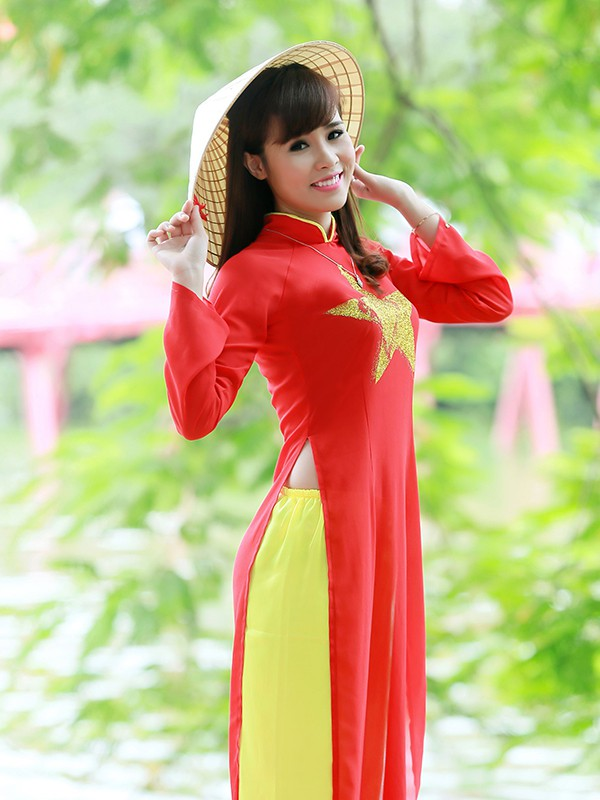 Nữ sinh Hà thành duyên dáng với áo dài cờ đỏ sao vàng - ảnh 12