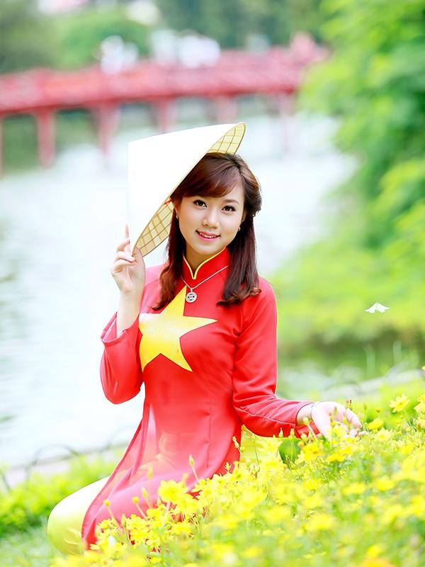 Nữ sinh Hà thành duyên dáng với áo dài cờ đỏ sao vàng - ảnh 11