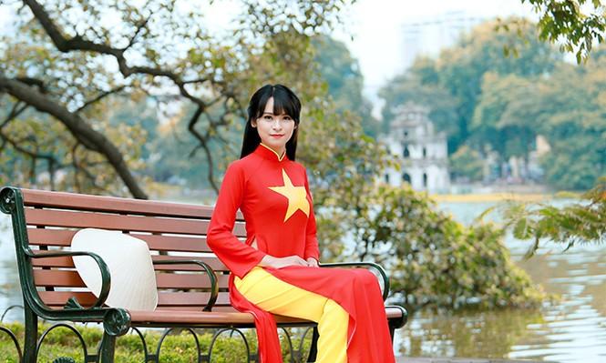 Nữ sinh Hà thành duyên dáng với áo dài cờ đỏ sao vàng - ảnh 5