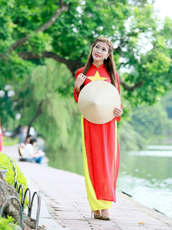 Nữ sinh Hà thành duyên dáng với áo dài cờ đỏ sao vàng - ảnh 7
