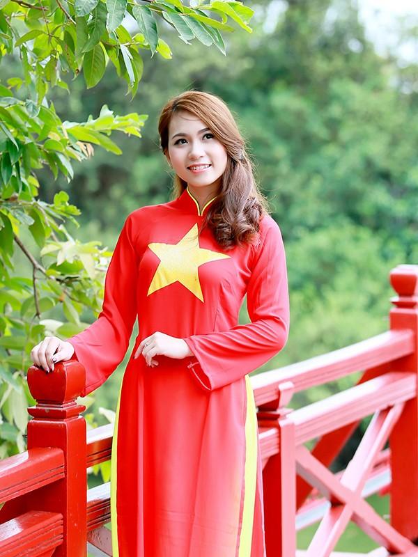 Nữ sinh Hà thành duyên dáng với áo dài cờ đỏ sao vàng - ảnh 9
