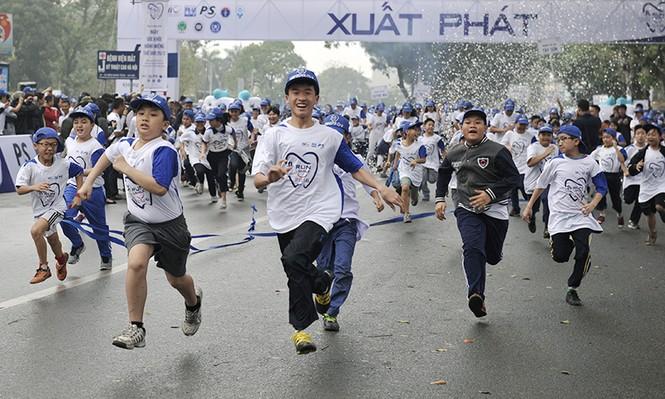 5.000 người chạy bộ vì sức khỏe răng miệng - ảnh 5