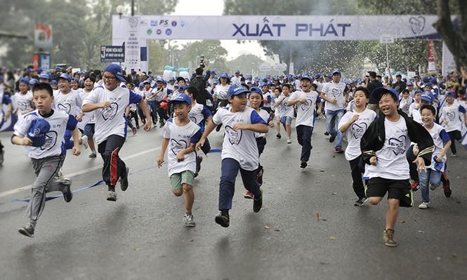 5.000 người chạy bộ vì sức khỏe răng miệng - ảnh 6