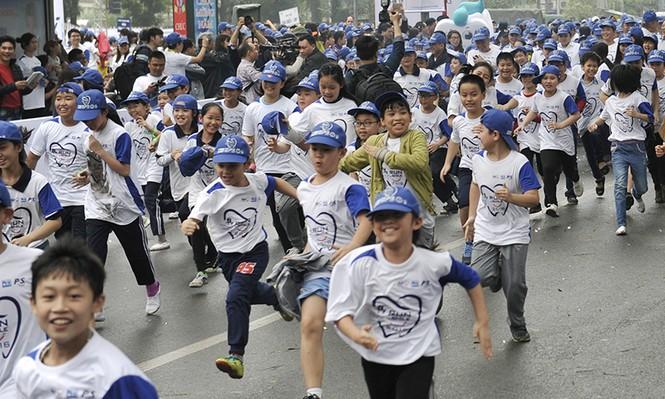 5.000 người chạy bộ vì sức khỏe răng miệng - ảnh 8