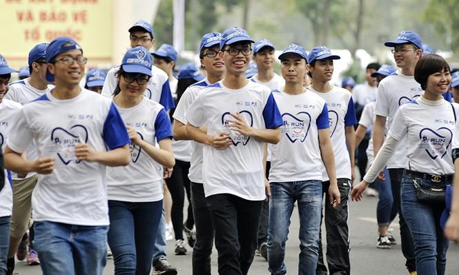 5.000 người chạy bộ vì sức khỏe răng miệng - ảnh 9