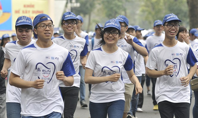 5.000 người chạy bộ vì sức khỏe răng miệng - ảnh 11