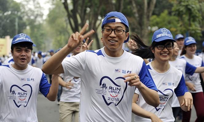 5.000 người chạy bộ vì sức khỏe răng miệng - ảnh 12