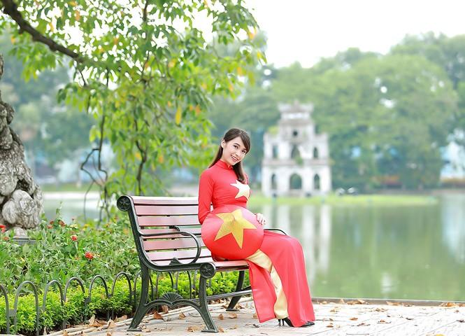 Nữ sinh khoe nét đẹp với áo dài 'Tôi yêu Tổ quốc tôi' - ảnh 14