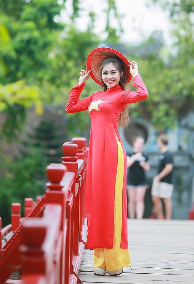 Nữ sinh khoe nét đẹp với áo dài 'Tôi yêu Tổ quốc tôi' - ảnh 7