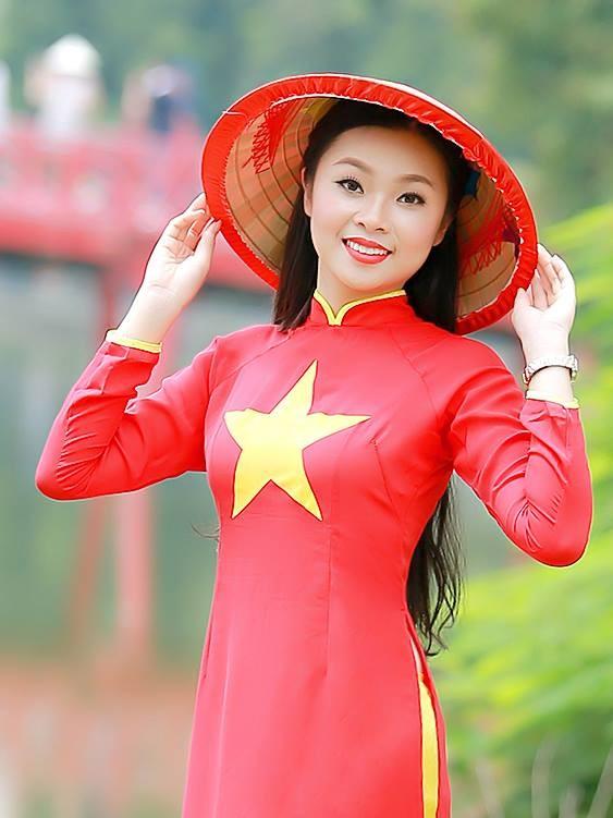Nữ sinh khoe nét đẹp với áo dài 'Tôi yêu Tổ quốc tôi' - ảnh 8