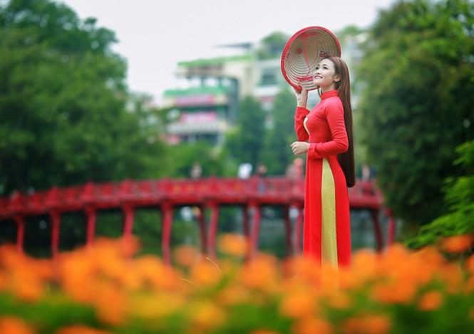 Nữ sinh khoe nét đẹp với áo dài 'Tôi yêu Tổ quốc tôi' - ảnh 22