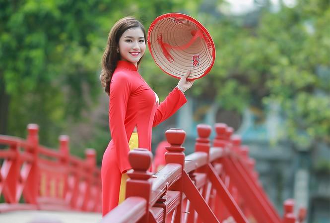 Nữ sinh khoe nét đẹp với áo dài 'Tôi yêu Tổ quốc tôi' - ảnh 23