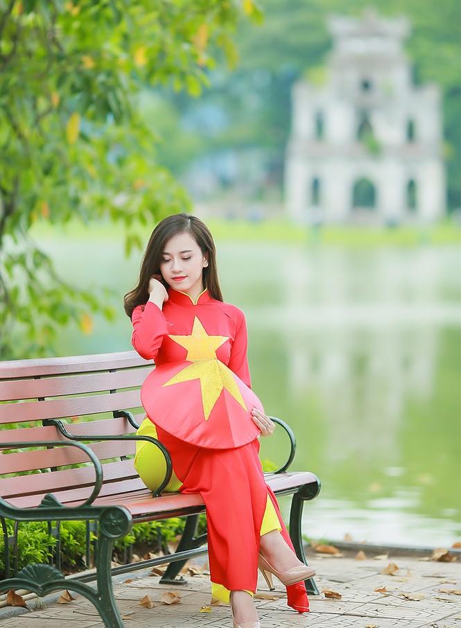 Nữ sinh khoe nét đẹp với áo dài 'Tôi yêu Tổ quốc tôi' - ảnh 24