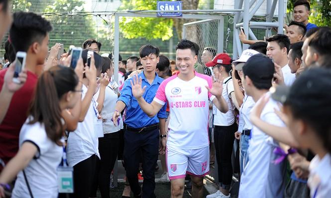 'Cậu ấm Phan Hải' gom tiền gây quỹ ủng hộ sinh viên nghèo - ảnh 2