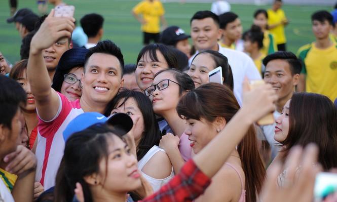 'Cậu ấm Phan Hải' gom tiền gây quỹ ủng hộ sinh viên nghèo - ảnh 3