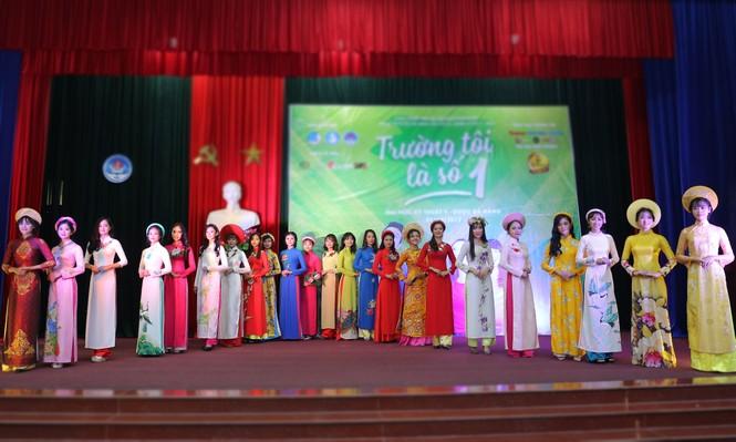 Nữ sinh Đà Nẵng khoe sắc, 'trường tôi là số 1' - ảnh 2