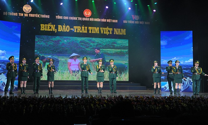 Xúc động đêm nghệ thuật 'Biển, đảo - Trái tim Việt Nam' - ảnh 3