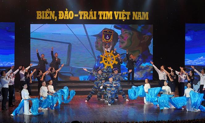 Xúc động đêm nghệ thuật 'Biển, đảo - Trái tim Việt Nam' - ảnh 8