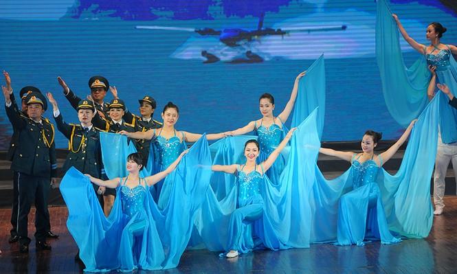 Xúc động đêm nghệ thuật 'Biển, đảo - Trái tim Việt Nam' - ảnh 10