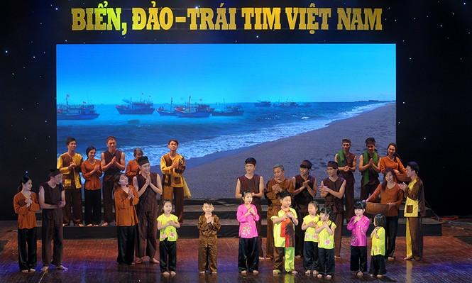 Xúc động đêm nghệ thuật 'Biển, đảo - Trái tim Việt Nam' - ảnh 12