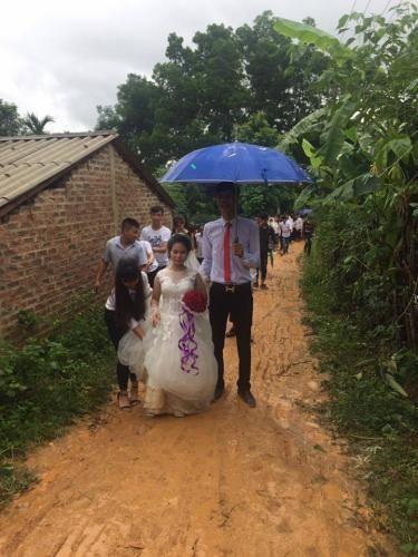 Những đám cưới lạ của cặp đôi 'dậy sóng' cộng đồng mạng năm 2017 - ảnh 2