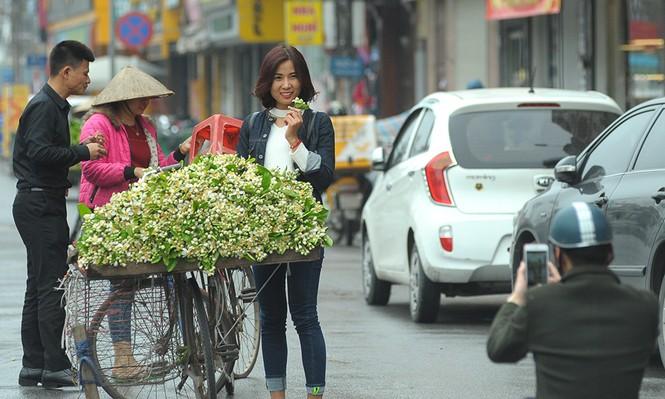 Hoa bưởi dịu dàng về trên phố ngày xuân - ảnh 3