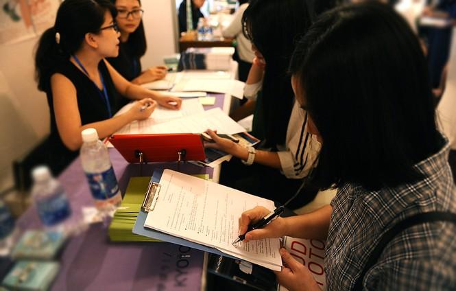 Hàng nghìn bạn trẻ 'săn' học bổng, chương trình du học Nhật Bản - ảnh 9