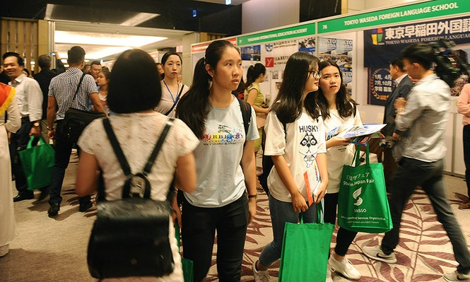 Hàng nghìn bạn trẻ 'săn' học bổng, chương trình du học Nhật Bản - ảnh 1
