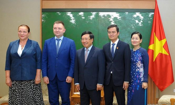 Phó Thủ tướng Phạm Bình Minh tiếp đoàn đại biểu cấp cao thanh niên Nga - ảnh 3