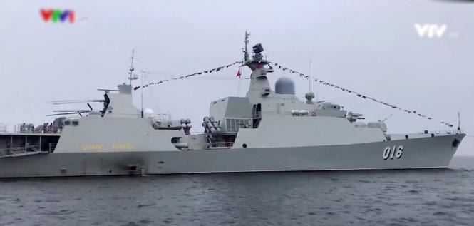 Tàu hộ vệ tên lửa Việt Nam xuất hiện đầy uy lực trong lễ duyệt binh Nga - ảnh 1