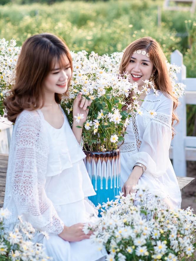Giới trẻ Hà thành khoe sắc bên vườn hoa cúc họa mi - ảnh 7