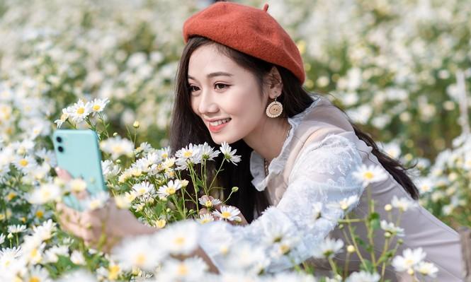 Giới trẻ Hà thành khoe sắc bên vườn hoa cúc họa mi - ảnh 8