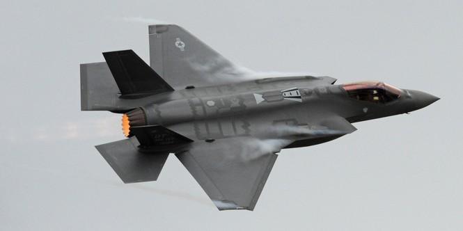 Nhật Bản đã tìm thấy xác tiêm kích F-35A bị rơi? - ảnh 1
