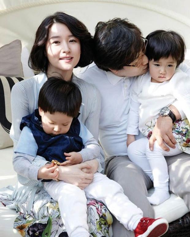 Để mặt mộc đi chợ, Dae Jang Geum Lee Young Ae lộ dấu hiệu lão hoá rõ rệt nhưng nhan sắc U50 vẫn khiến dân tình dậy sóng - Ảnh 3.