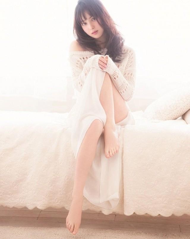 Vẻ ngoài hoàn hảo và gợi cảm của mỹ nhân hàng đầu Nhật Bản bị chồng lừa dối - 15