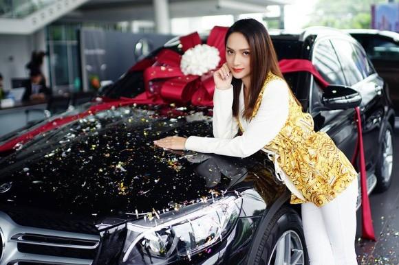 Hương Giang khoe xế hộp sang trọng mới tậu, bổ sung chiếc thứ 4 vào bộ sưu tập xe hơi tiền tỷ - Ảnh 5.