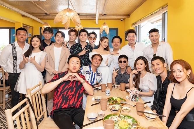 Trường Giang - Nhã Phương khai trương nhà hàng mới giữa tháng 5.