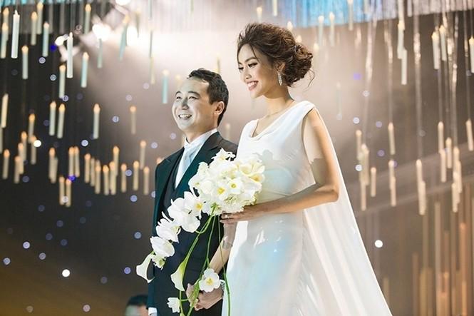 Lan Khuê, sinh năm 1992, kết hôn cùng ông xã - doanh nhân Tuấn John hồi tháng 10/2018. Anh sinh năm 1987, là thành viên của gia đình cố doanh nhân Tư Hường. Anh được biết với vai trò quản lý một khu resort nổi tiếng ở Nha Trang, Phó ban tổ chức Hoa hậu Hoàn vũ Việt Nam 2015, Phó chủ tịch Hiệp hội quảng bá du lịch Nha Trang.