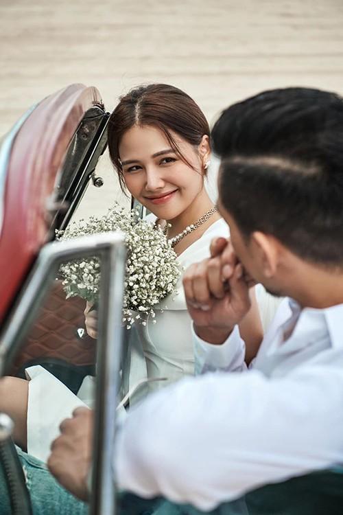 Ngày 20/6, Phương Anh tổ chức đám cưới hoành tráng dưới ánh hoàng hôn thơ mộng ở Đà Nẵng. Cô giấu kín danh tính của ông xã nhưng một nguồn tin cho biết, anh chính là Nguyễn Thành Nam, tổng giám đốc của mộtcông ty xây dựng và là chủ đầu tư của khu phức hợp nghỉ dưỡng nổi tiếng tại Đà Nẵng.