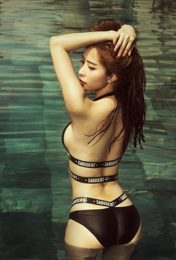 """Cá sấu chúa"""" Quỳnh Nga diện bikini hở khuôn ngực tròn đầy cùng vòng eo 55 siêu gợi cảm - ảnh 11"""