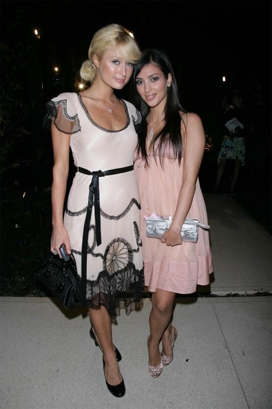 Kim làm trợ lý cho Paris Hilton.