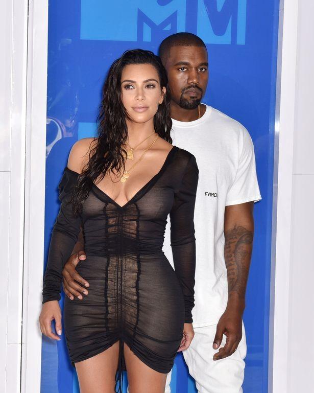 Tỷ phú 9x Kylie Jenner diện đồ outfit bốc lửa cùng bạn thân Stassie như 2 chị em sinh đôi - ảnh 5