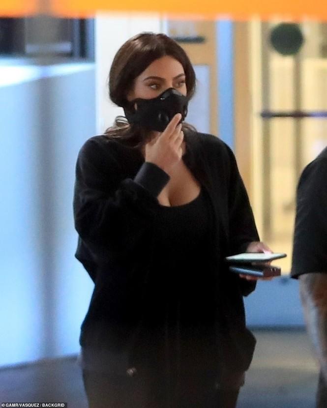 Tỷ phú 9x Kylie Jenner diện đồ outfit bốc lửa cùng bạn thân Stassie như 2 chị em sinh đôi - ảnh 4