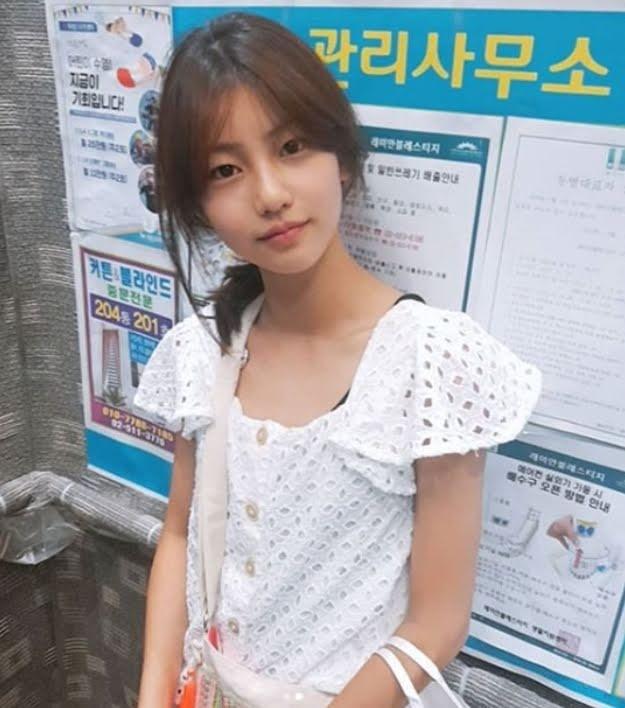 Lộ diện hình ảnh con gái út 17 tuổi của Lý Liên Kiệt