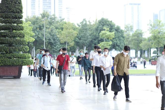 Hơn 2 nghìn cử nhân tốt nghiệp Đại học tham gia kỳ thi tuyển dụng - ảnh 1